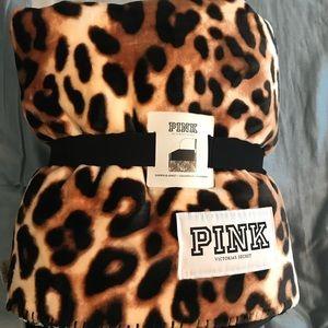 NWT-PINK VICTORIA SECRET-Cute/Soft Sherpa blanket